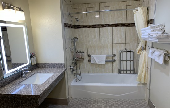 Welcome To El Castell Motel - Accessible Private Bathroom
